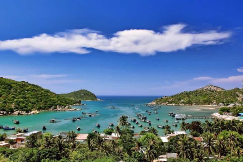 Vịnh Vĩnh Hy - Một trong 4 vịnh đẹp nhất Việt Nam