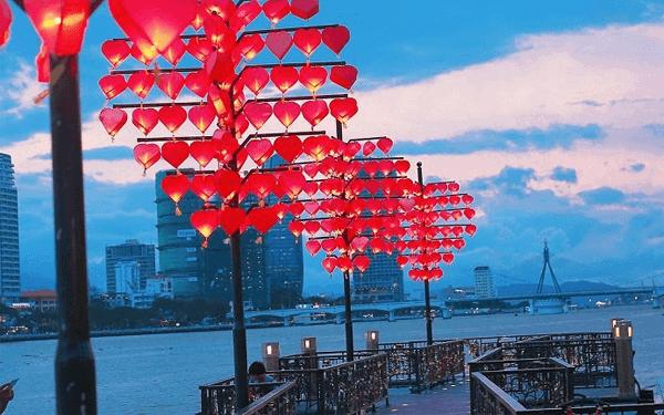 Cầu tình yêu Đà Nẵng nơi check in đầy lãng mạn