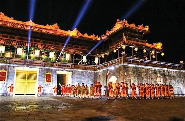 """Tham quan di tích Cố Đô Huế, một kiến trúc lâu đời, liên tưởng đến những câu chuyện """"thâm cung bí sử"""" ngày xa xưa"""