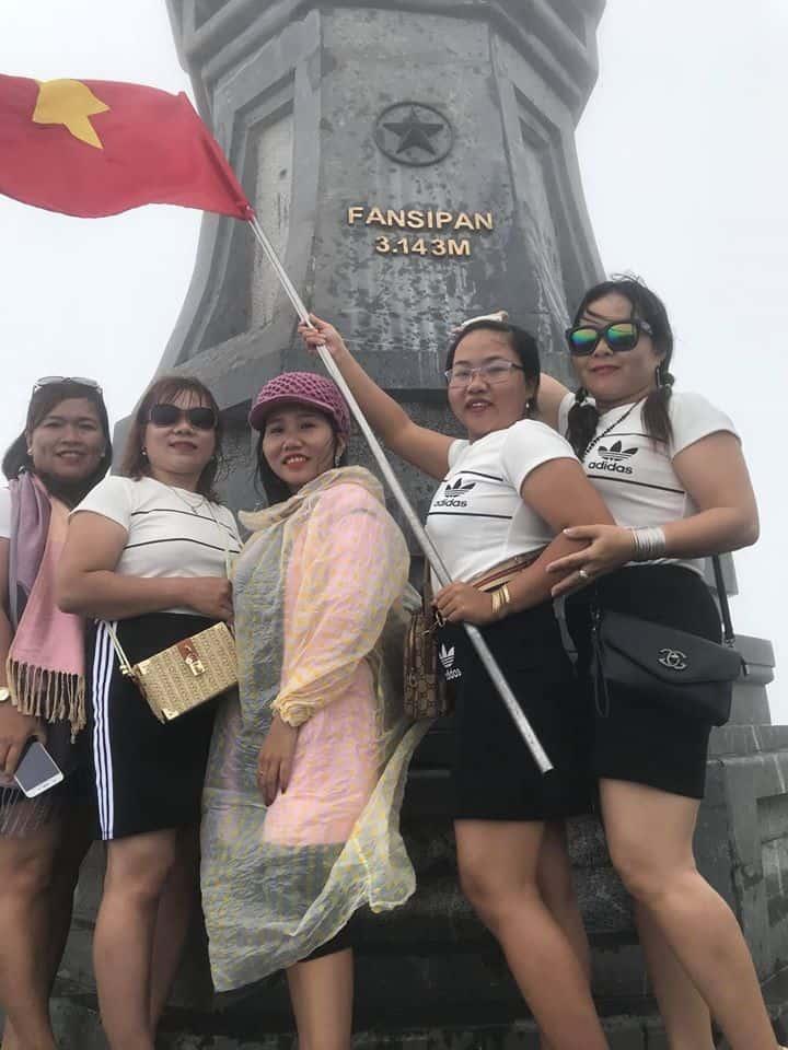 Cùng nhau lưu lại bức ảnh kỹ niệm cùng những người thân yêu khi chinh phục được nóc nhà của Đông Dương