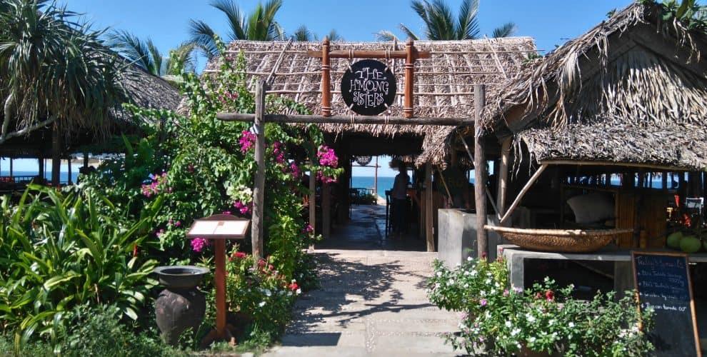 Dễ dàng bắt gặp các nhà hàng phục vụ hải sản tại biển An Bàng