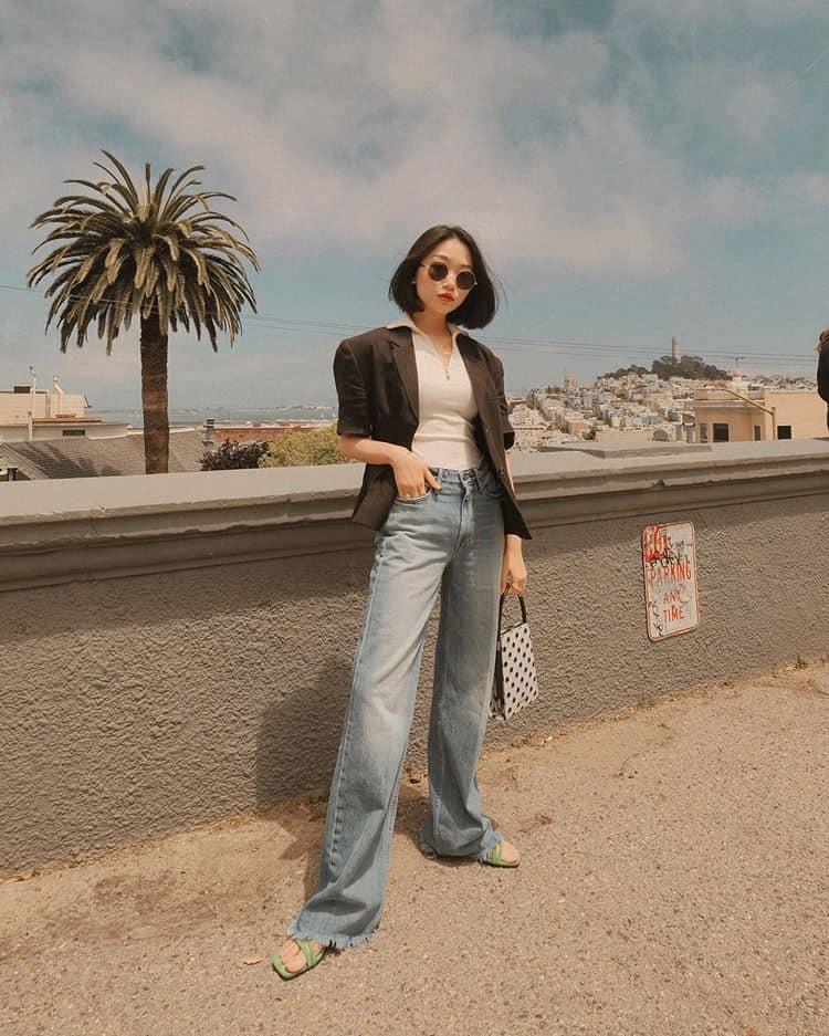 Áo thun quần jean là công thức mix đồ đơn giản nhưng không nhàm chán