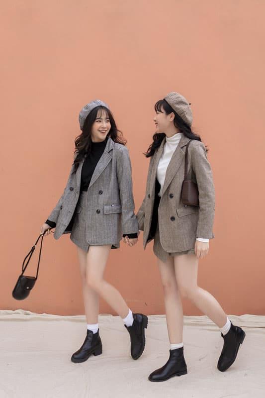 Set đồ Vest được khá nhiều cô gái lựa chọn làm trang phục chính cho những chuyến đi