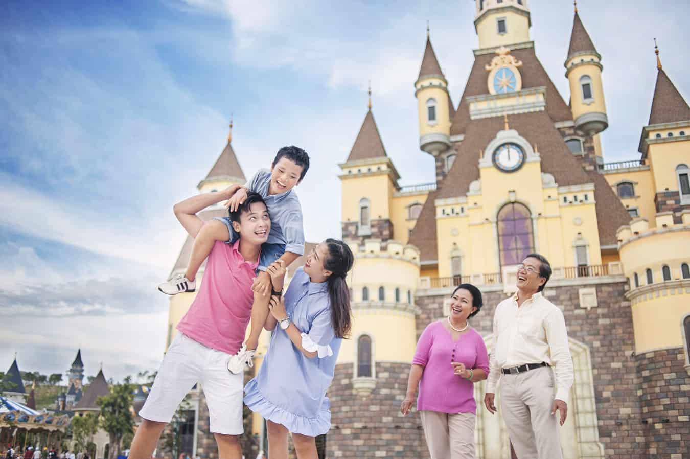 Vinpearl Land thiên đường vui chơi kết hợp nghỉ dưỡng là điểm đến thích hợp cho các thành viên trong gia đình