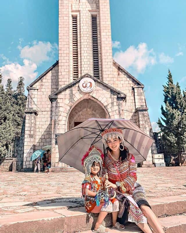 Nhà thờ đá Sapa chỉ cách khách sạn Lacasa Sapa Hotel khoảng 200m