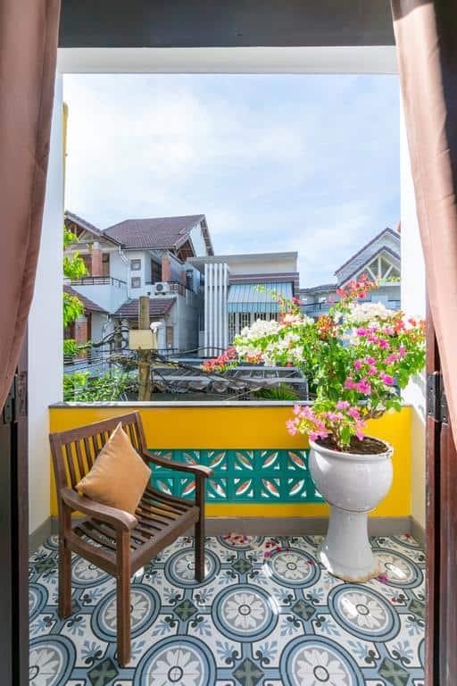 Ban công xinh xắn nơi du khách có thể ngắm cảnh thành phố Đà Nẵng