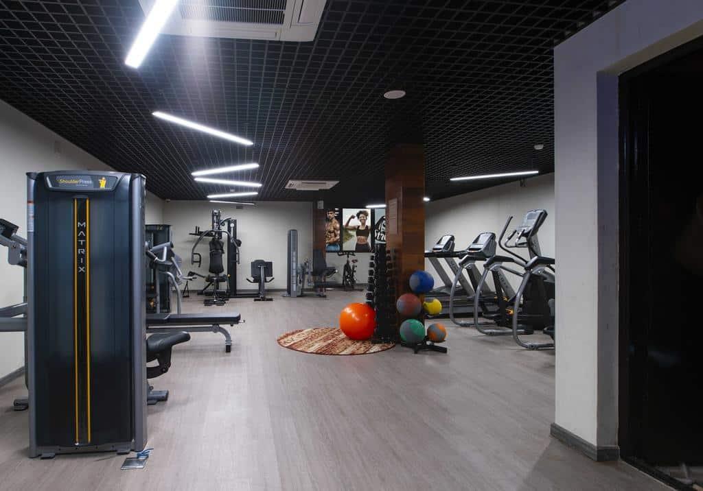 Phòng tập Gym với màu sắc hiện đại với đầy đủ các thiết bị tập luyện