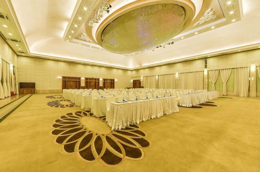 Phòng hội nghị với không gian rộng rãi có sức chứa lớn