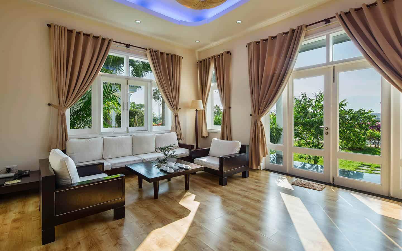 Biệt thự có thiết kế sang trọng với hệ thống đồ nội thất được lựa chọn kĩ lưỡng