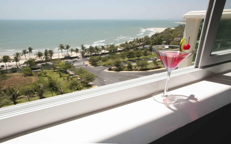 View nhìn ra cảnh biển từ ban công của căn hộ tại Ocean Vista