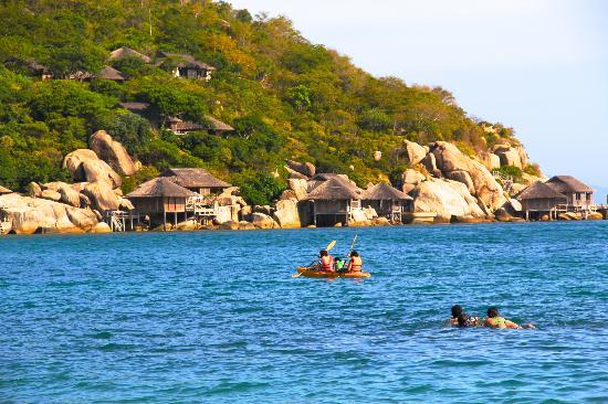 Chèo thuyền kayak trên vịnh Ninh Vân