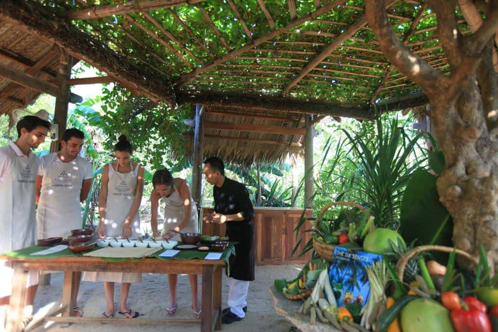 Tham gia các lớp học nấu ăn với đầu bếp chuyên nghiệp