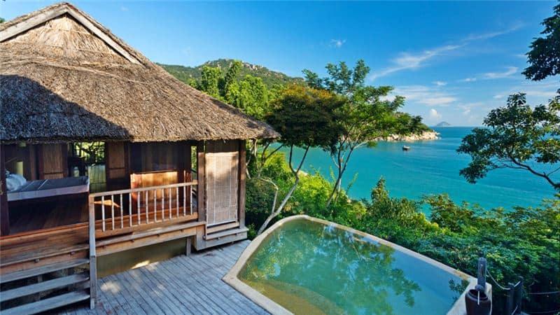 Biệt thự ở trên sườn đồi giúp với hồ bơi riêng giúp du khách tận hưởng không khí trong lành