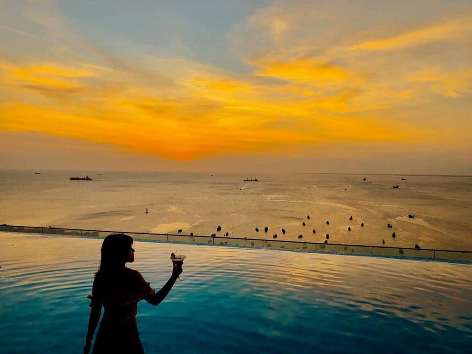 Hồ bơi vô cực giúp du khách tận hưởng cảm giác giao thoa giữa biển và trời đem đến trải nghiệm thú vị