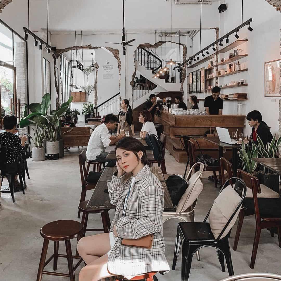 Tầng 1 là quán cafe được các bạn trẻ yêu thích. Hình: Instagram @nghigiango