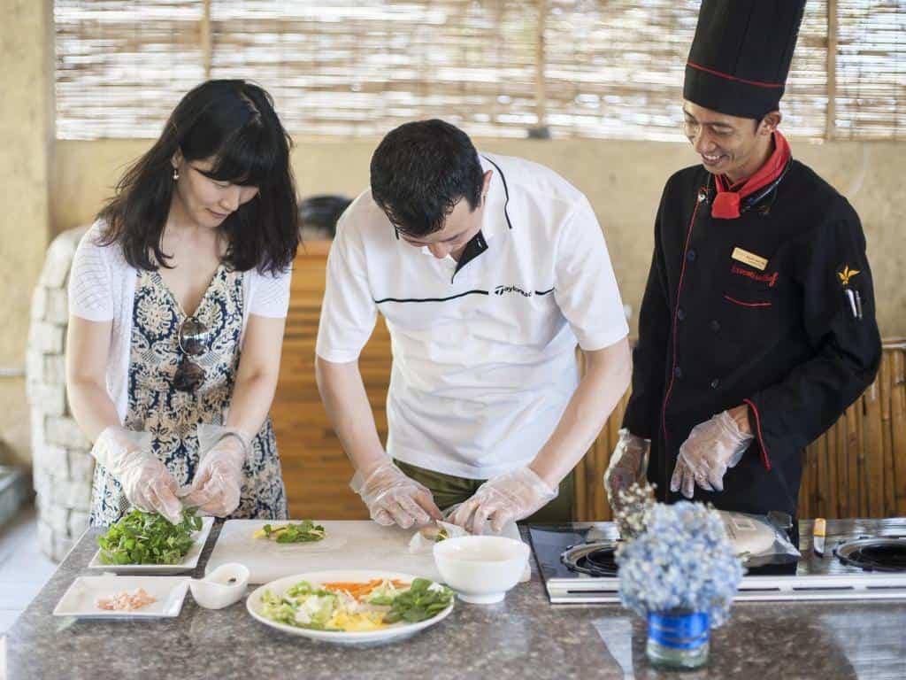 Lớp học nấu ăn. Hình:Aroma Beach Resort & Spa