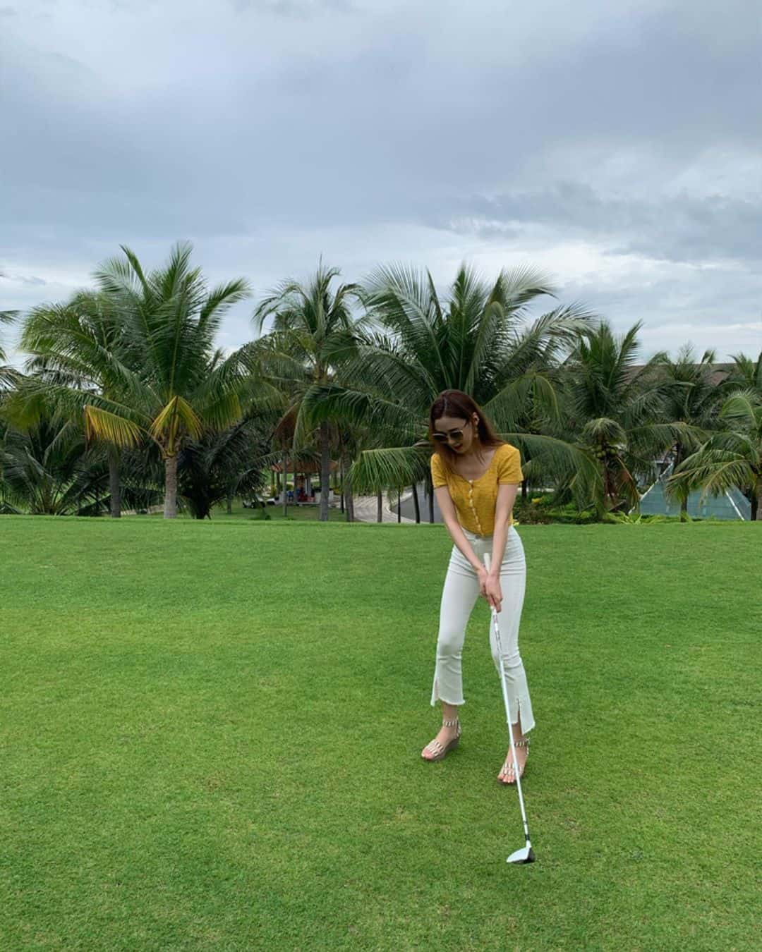 Bạn cũng có thể tham gia đánh golf tại đây. Hình: Instagram @_jina_jeong