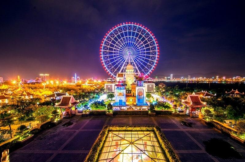 Sun Wheel vòng quay với chiều cao đạt kỷ lục biểu tượng của Asia park.