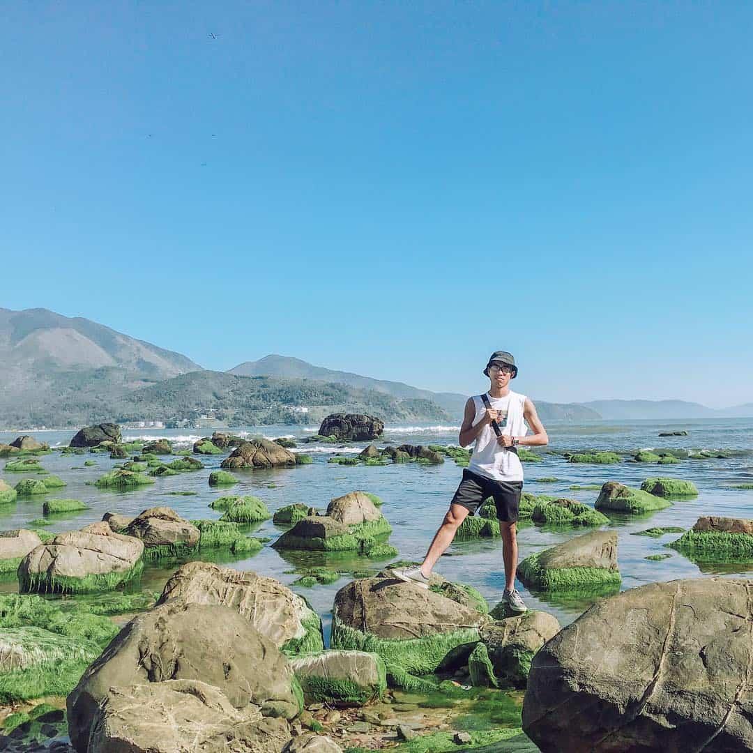 Rạn Nam Ô vào mùa rêu xanh. Hình: @nguyenn.anhtuan