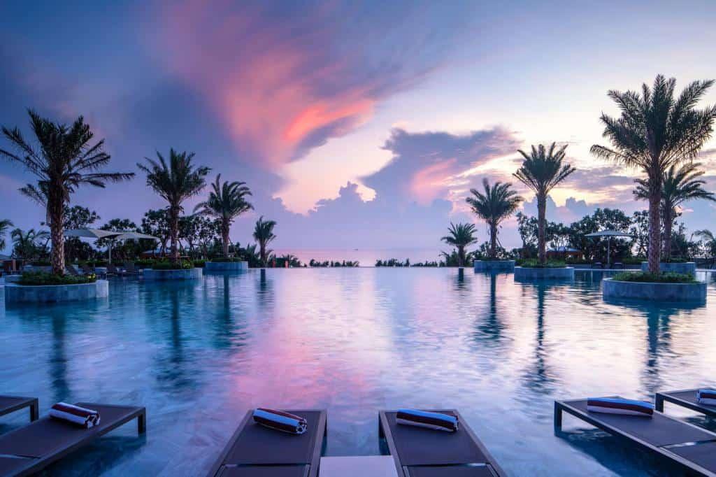 Bể bơi nơi có khung cảnh đầy lãng mạn cho kỳ nghỉ dưỡng