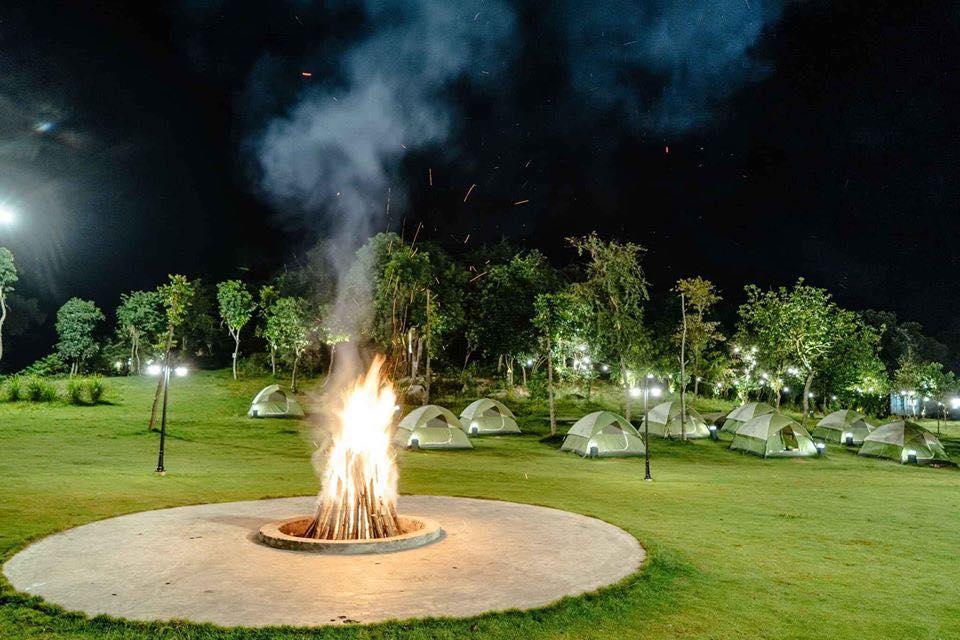 """Đốt lửa trại một """"tiết mục"""" không thể bỏ qua, nơi giao lưu gắn kết tình đồng đội"""