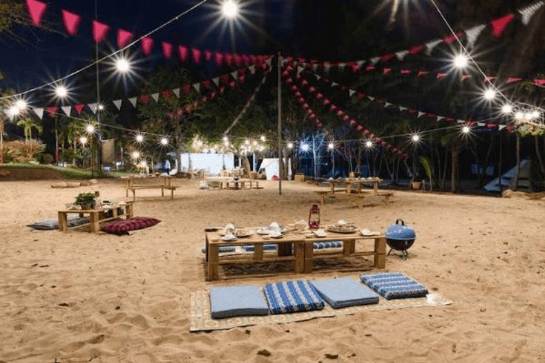 Khu vui chơi ăn uống trên bãi biển sinh hoạt chung tại nơi cắm trại trên bãi biển cũng tuyệt với không kém