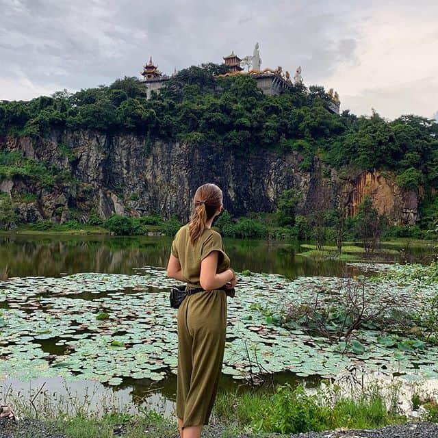 Một góc chùa Châu Thới là background sống ảo ưng ý - Ảnh okstkach