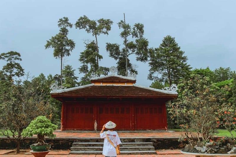Khuôn viên chùa Thiên Mụ. Hình: Sưu tầm