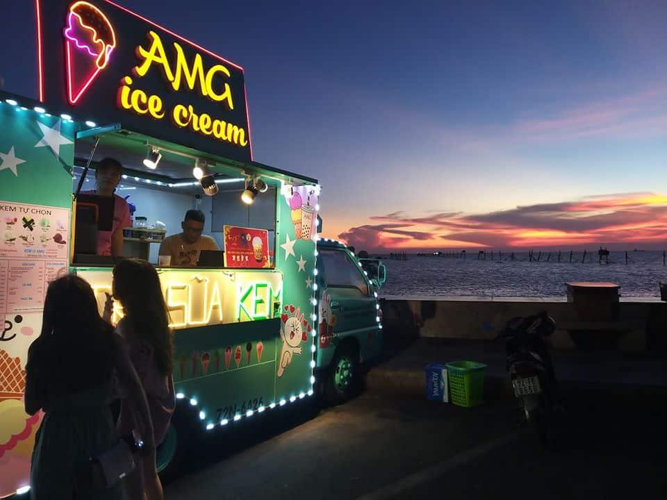 Xe kem cùng background hoàng hôn Vũng Tàu siêu xịn. Hình: Facebook AMG Milk Tea & Coffee