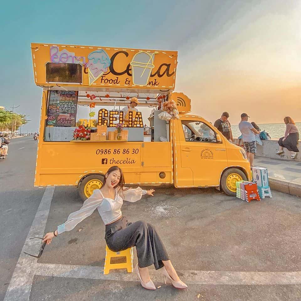 Chiếc xe màu vàng này có tên là The Célia. Hình: Facebook The Célia