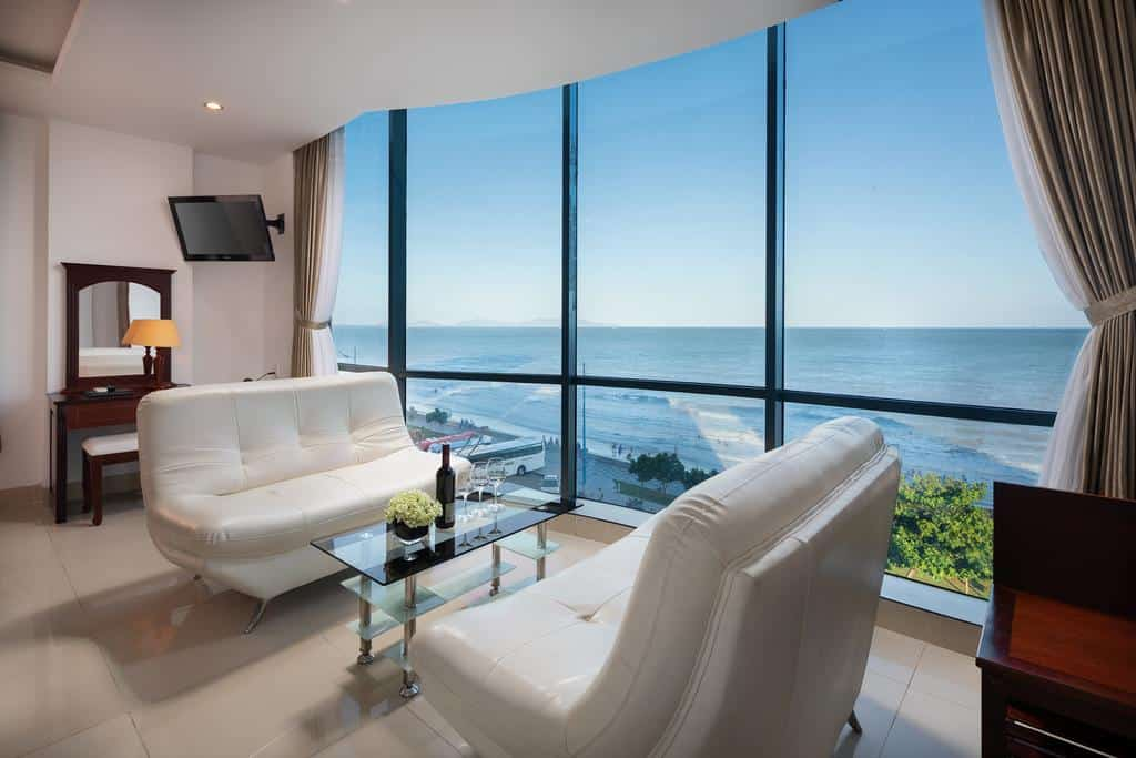 Corvin Hotel được thiết kế sang trọng, đẳng cấp đặc biệt là view nhìn ra biển cực đẹp