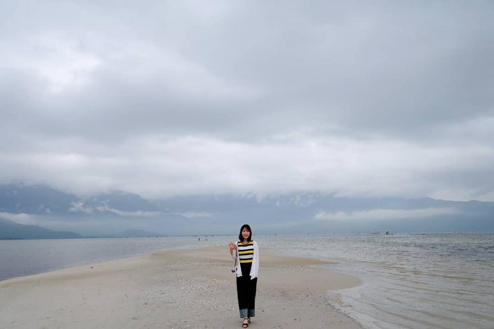 """Con đường """"rẽ nước"""" nổi tiếng ở đầm Lập An. Hình: @__kyeonghwa"""