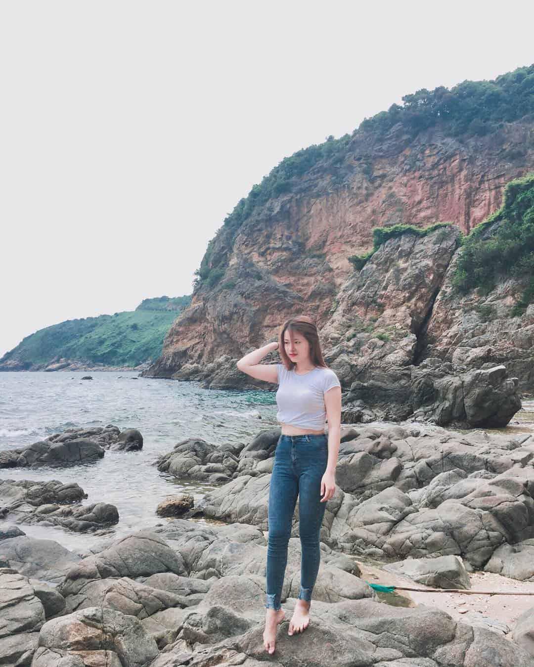 Những tảng đá siêu to của Ghềnh Bàng. Hình: @vtnquynh.98