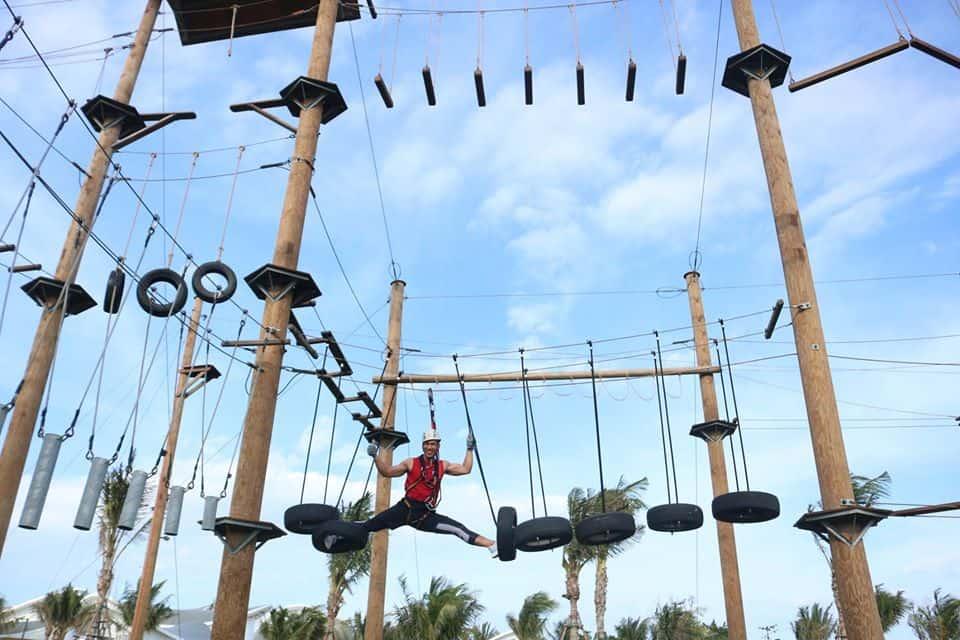 Chinh phục trò chơi mạo hiểm đầy phấn khích - Ảnh Fanpage Movenpick Resort Cam Ranh