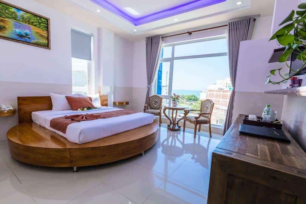 Hải Long Hotel với vị trí tuyệt vời gần bãi biển