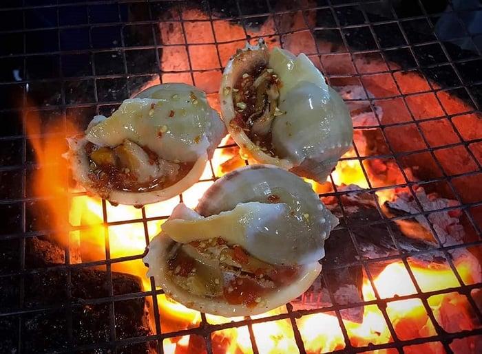 Thưởng thức hải sản tươi ngon giá cả phải chăng ở Đèo Nước Ngọt vào buổi tối lãng mạn bên ánh lửa hồng