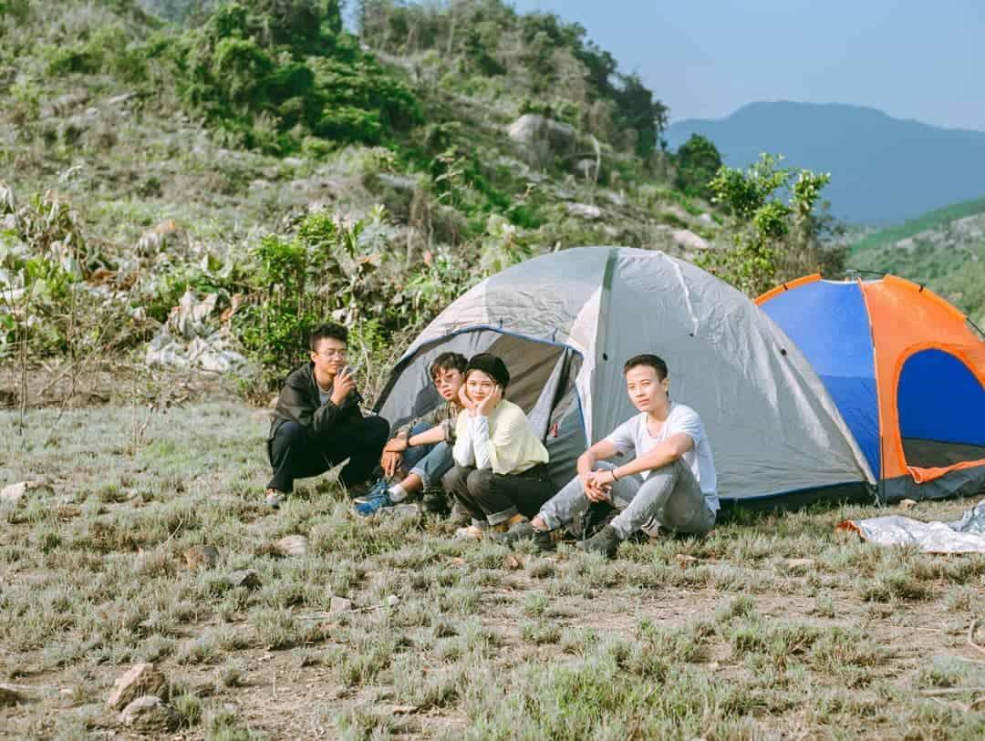Cắm trại ở hồ Đồng Nghệ Đồng Xanh. Hình: @tieuhoa19