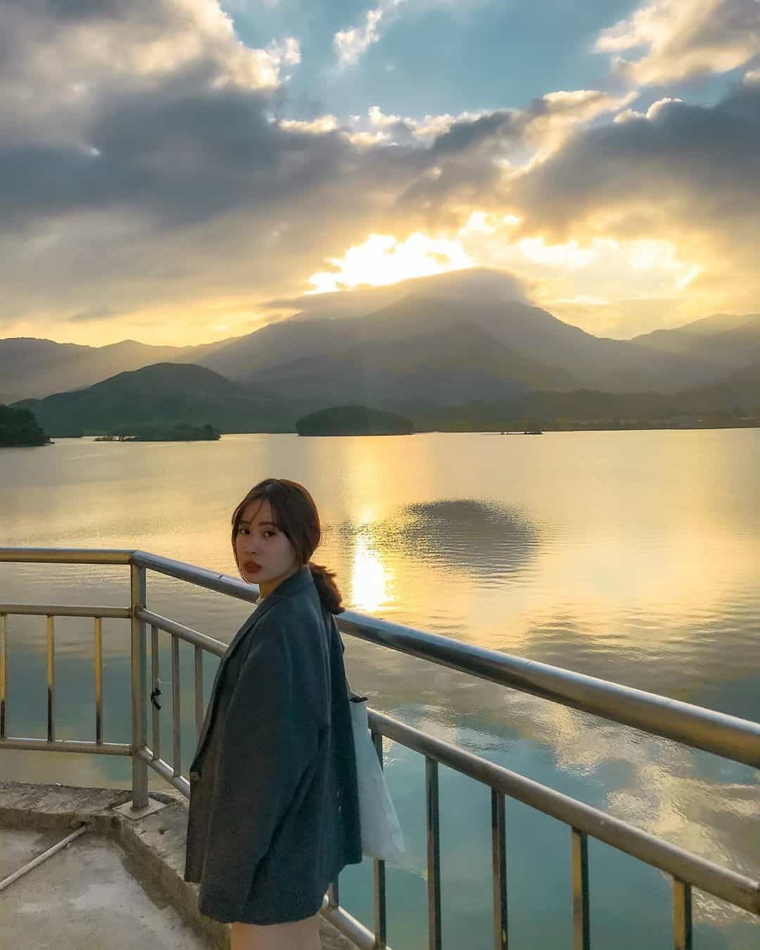 Hoàng hôn ở hồ Hòa Trung. Hình: @lu.filmm