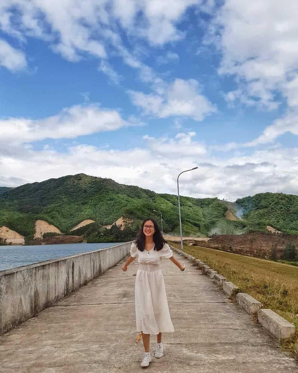 Hồ Hòa Trung còn có con đường sống ảo siêu xinh. Hình: @thtrang_259