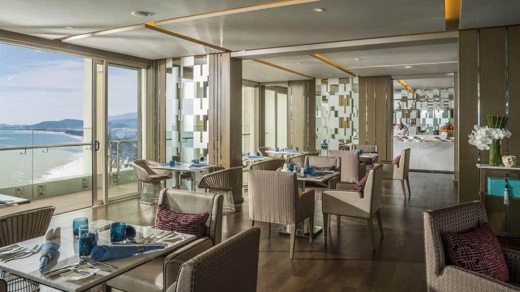 Nhà hàng Cookbook Cafe với không gian siêu rộng, hướng biển. Hình: InterContinental Nha Trang