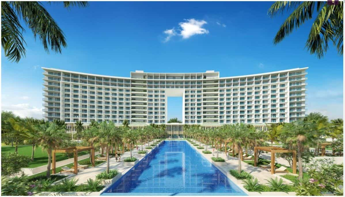 Nhìn từ xa Radisson Blu Resort Cam Ranh như cánh buồm căng gió ra khơi