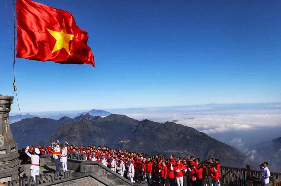 """Lễ thượng cờ trên đỉnh Fansipan - """"Đi đến biết, đến để hiểu và thêm sâu sắc về tình yêu Tổ quốc"""""""