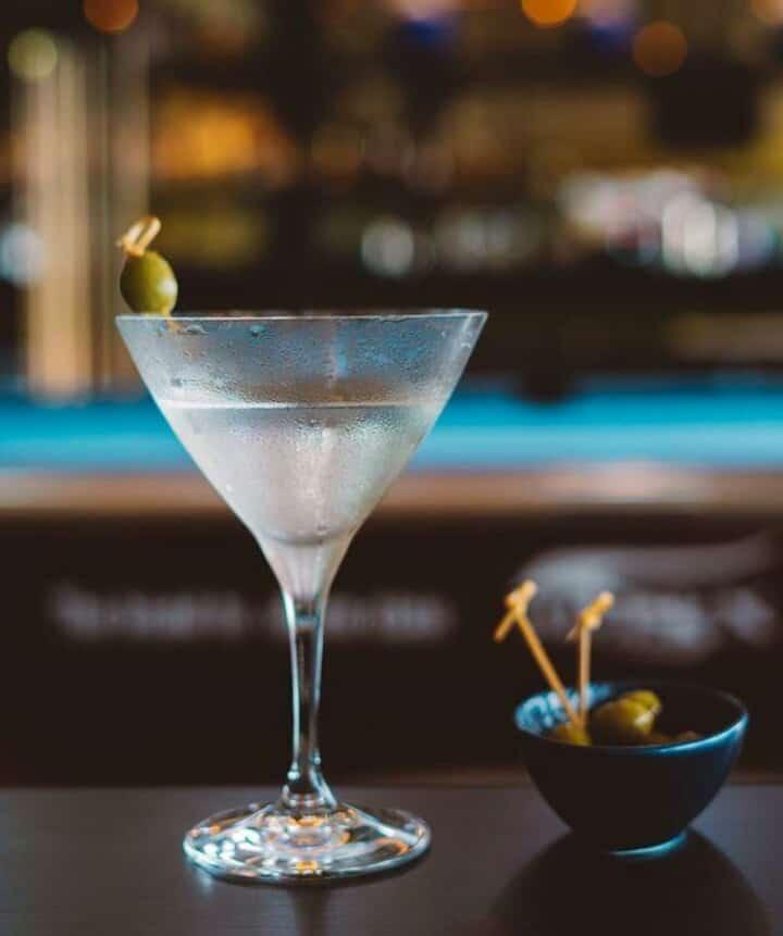 Thưởng thức Martini với cách pha chế điêu luyện của bartander