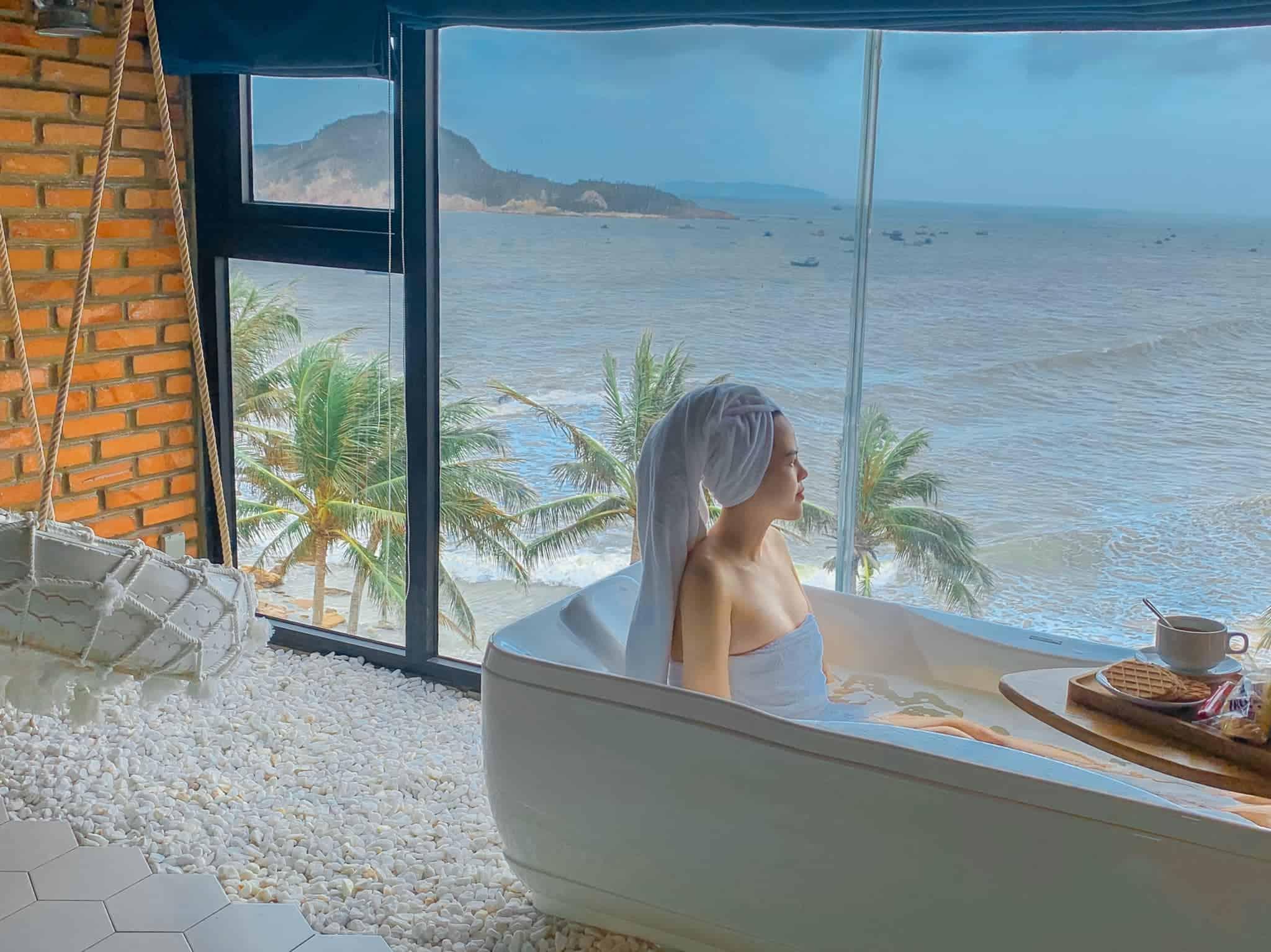 Bồn tắm view biển. Hình: Sưu tầm