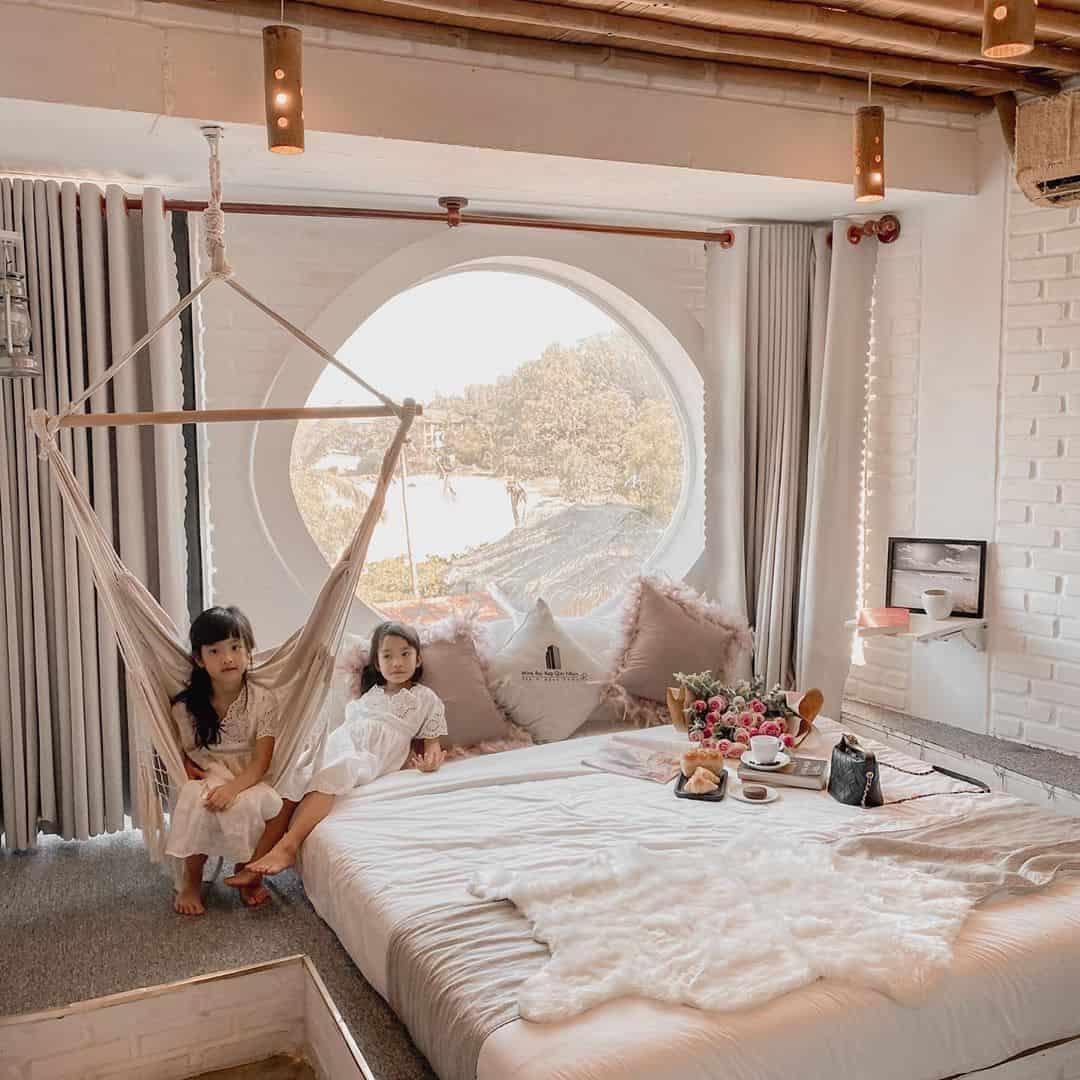 Thiết kế phòng đơn giản nhưng vô cùng xinh xắn. Hình: @mietran1