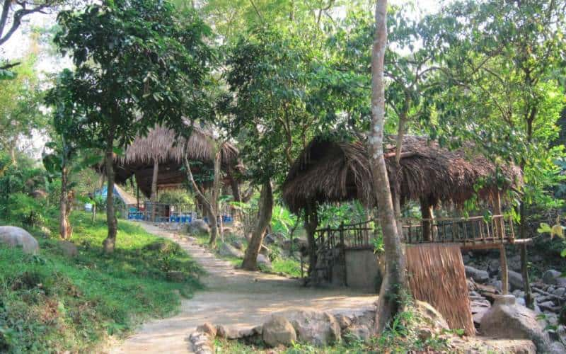 Khu nghỉ ngơi, dừng chân ngắm cảnh tại Nhất Lâm Thuỷ Trang Trà
