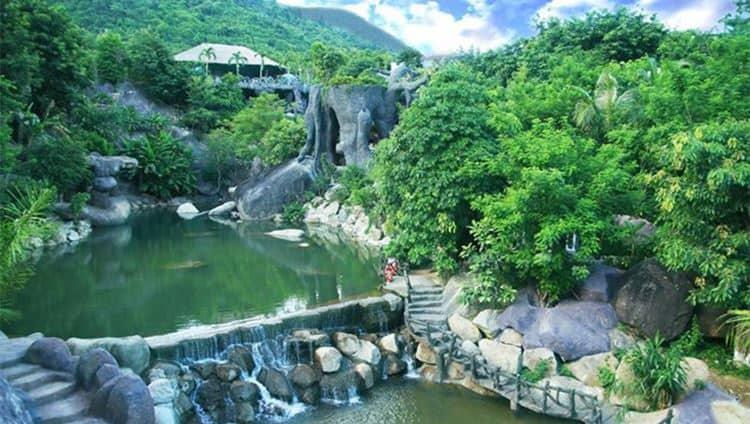 Tắm khoáng nóng tại Núi Thần Tài là cách thư giãn vừa hữu hiệu lại vừa tốt cho cơ thể