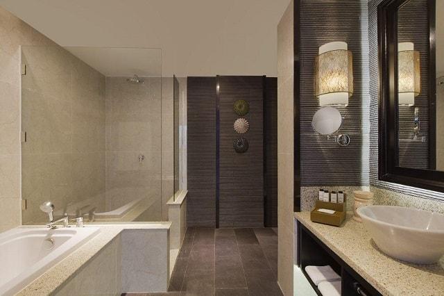 Suite Deluxe có thiết kế phòng tắm tương tự Suite Superior