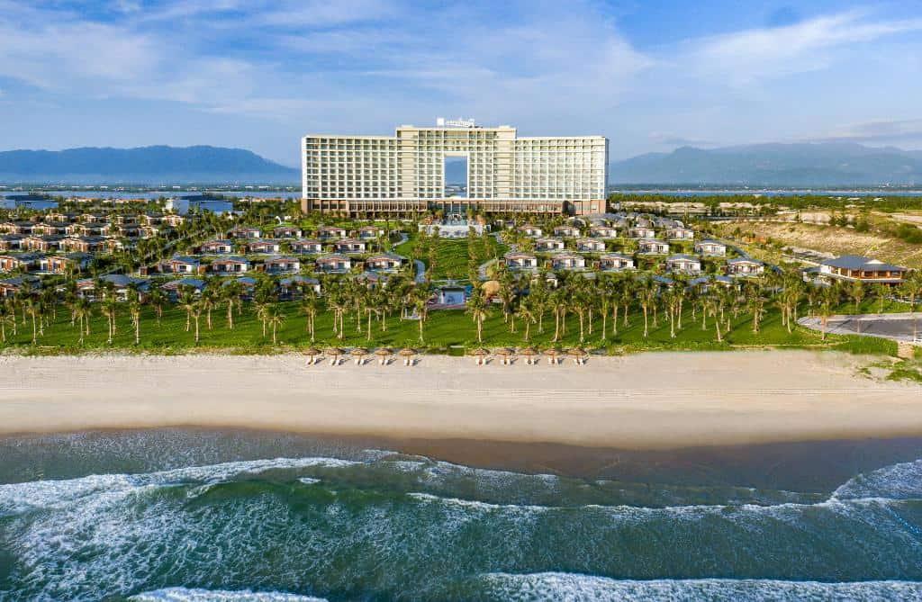 Radisson Blu Resort nằm ở vị trí tuyệt hảo