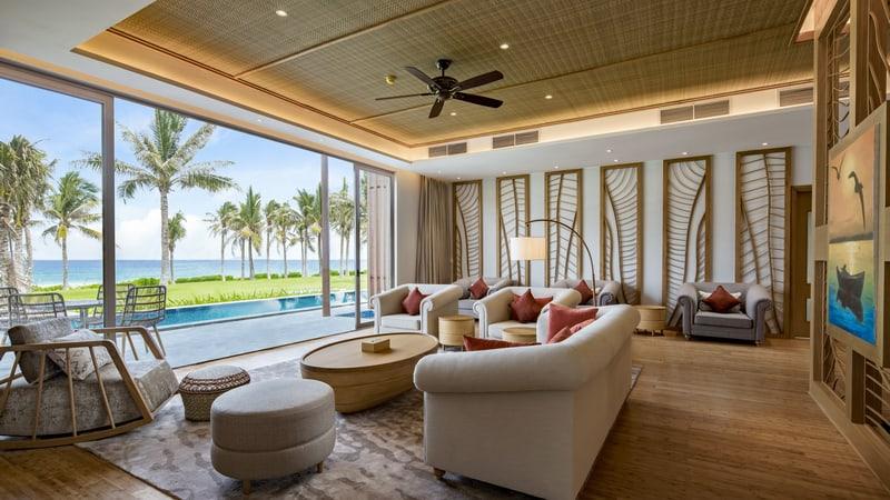 Villa có hồ bơi được thiết kế sang trọng với tầm nhìn ra biển